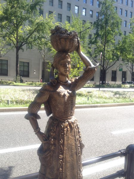 Midosuji Sculpture Street / Girl in Beaujolais:W-2