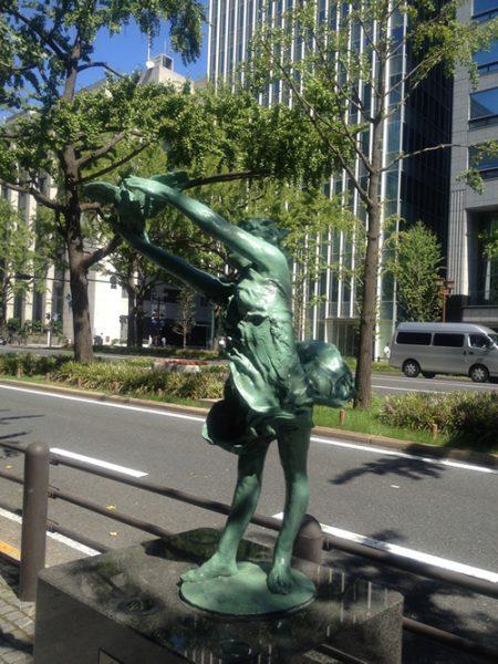 御堂筋彫刻ストリート / 大空に:W-6