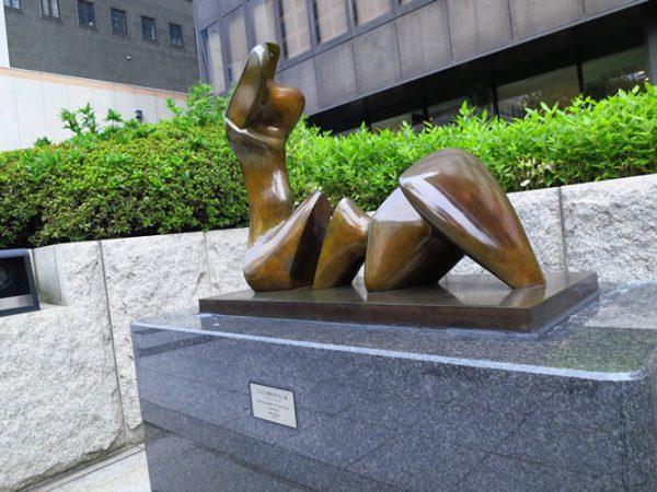 御堂筋彫刻ストリート / 二つに分断された人体:W-13