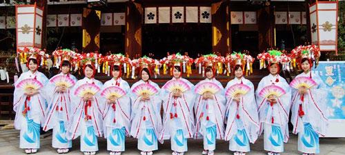 地下鉄淀屋橋駅で「天神祭」PRイベント 天神花の贈呈式