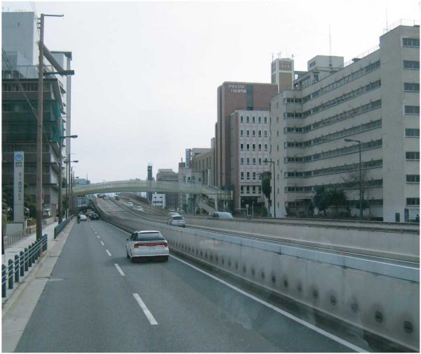 中央大通と阪神高速
