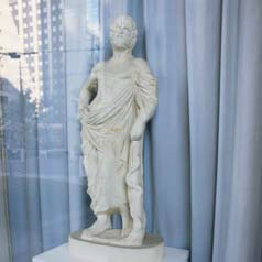 医神アスクレピオス像