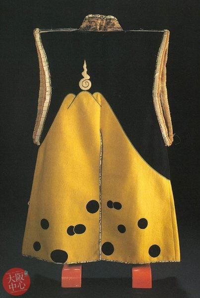富士御神火文黒黄羅紗陣羽織の展示